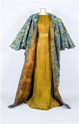 Isabelle de Borchgrave Paper Dresses 820 Credit Philippe Leclercq 3