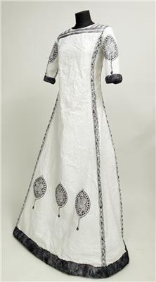 Isabelle de Borchgrave Paper Dresses 8229 080205Bebelle 071638