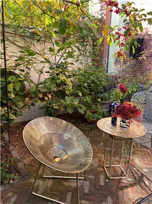 Isabelle de Borchgrave Fauteil bronze et table bistro