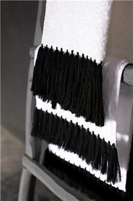 Valerie Barkowski bath linen blanc POLLUX noir credit delphine warin