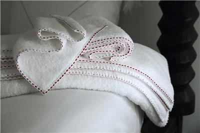 Valerie Barkowski bath linen eponge blanc TRASS carmin credit tania panova 2