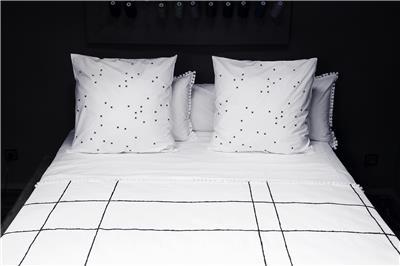 Valerie Barkowski bed linen blanc KARO noir credit tania panova 2