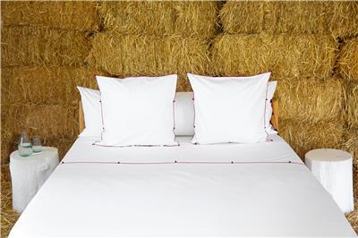 Valerie Barkowski bed linen blanc NIL carmin credit tania panova