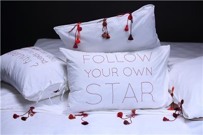 Valerie Barkowski bed linen blanc ORPHEUS carmin credit tania panova 5