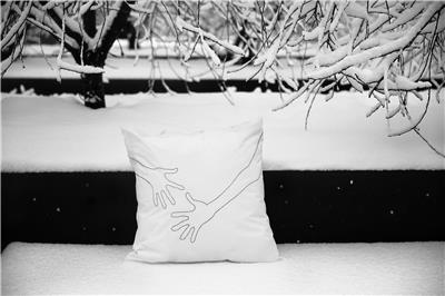 Valerie Barkowski bed linen blanc OTIS noir credit tania panova 10