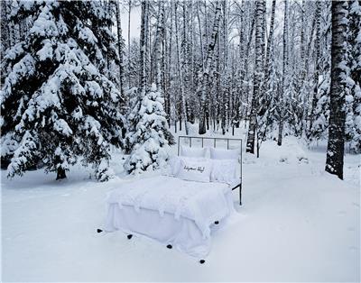 Valerie Barkowski Campaign bed linen blanc OTIS noir 9 credit tania panova