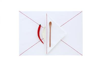 Valerie Barkowski KROSS linge table blanc carmin set serviette credit tania panova 7a46EUR