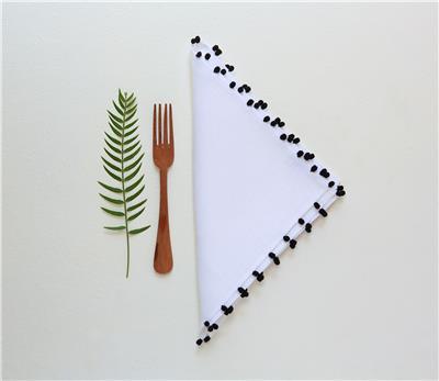 Valerie Barkowski table linen blanc AYA noir credit tania panova