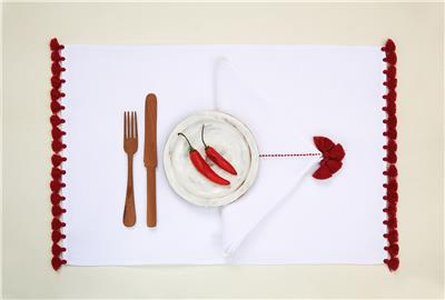 Valerie Barkowski table linen blanc ILIAS carmin credit tania panova 2