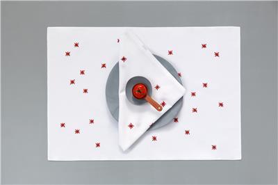 Valerie Barkowski table linen blanc NOON carmin credit tania panova