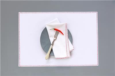 Valerie Barkowski table linen blanc TRASS carmin credit tania panova 2