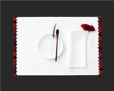 Valerie Barkowski table linen blanc pompons ILIAS crush credit manon de clercq
