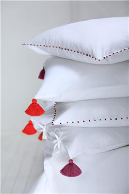 Valerie Barkowski bed linen blanc pompons TULUM crush boules aya crush vbarkowski